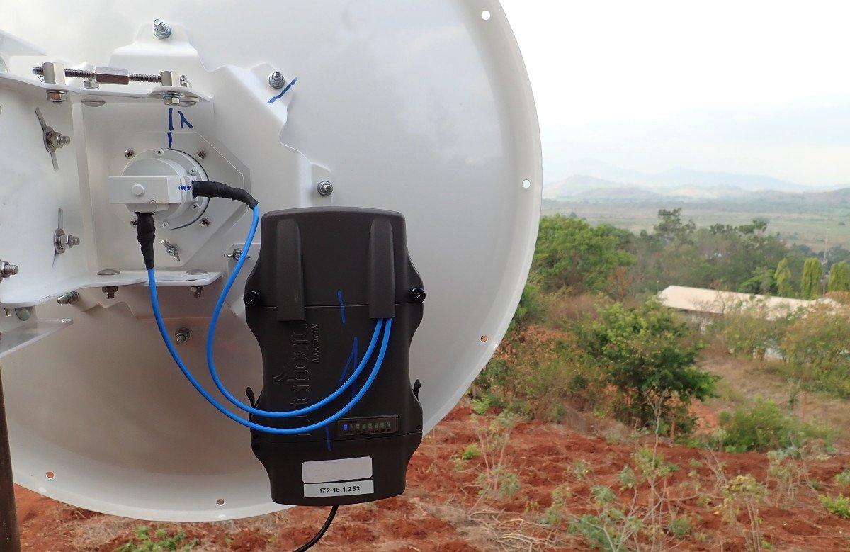 RHX configura e installa un ponte WiFi in Tanzania